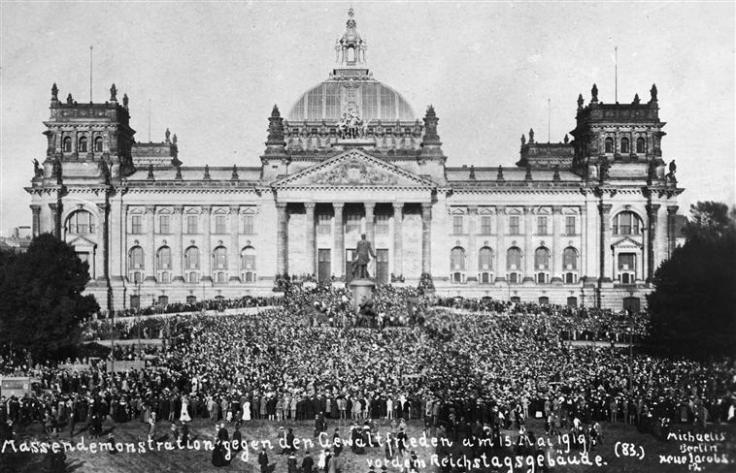 Mass_demonstration_in_front_of_the_Reichstag_against_the_Treaty_of_Versailles.jpeg