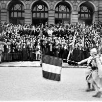 1919 : Le salut au drapeau est inconnu en Alsace.
