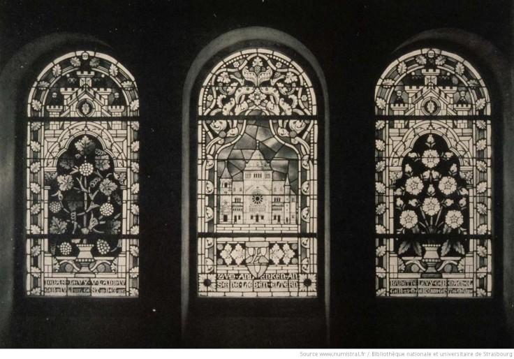 Glasfenster_in_der_Vorhalle_der_[...]_btv1b10226000w_1.jpeg
